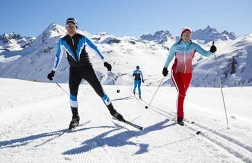 大兵带你极地生存训练,给您一个真实的极地体验 【基律纳 · 越野滑雪 · 学习荒野生存技能 · 冰旅馆午餐】